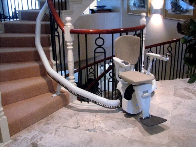 Indoor Flow 2 Curved Rail Stairlift